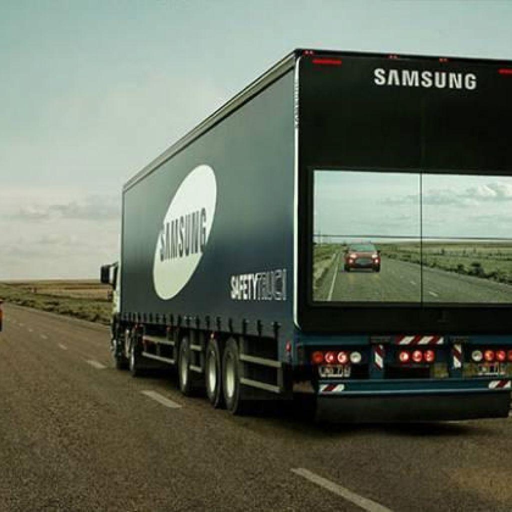 """Samsung faz um teste com o """"caminhão transparente"""""""